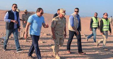 فيديو.. لحظة تفقد الرئيس السيسي للأعمال الإنشائية لطريق النفق بشرم الشيخ