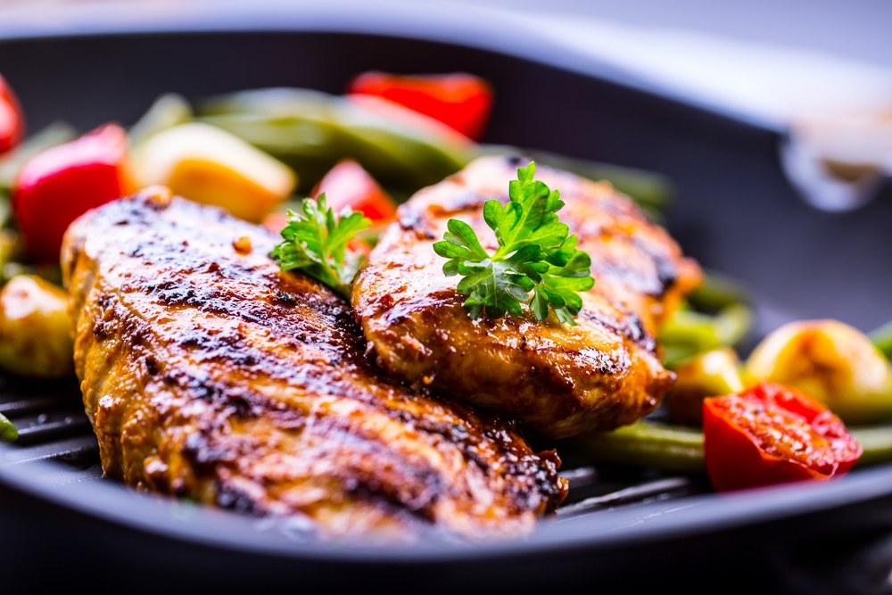 وجبة صحية.. طريقة عمل صدور الفراخ المشوية