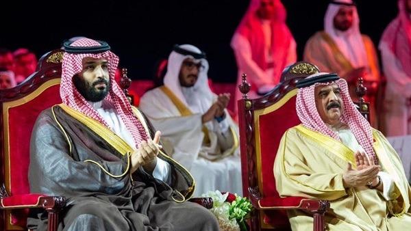 ملك البحرين وولي العهد السعودي يدشنان خط أنابيب جديدا