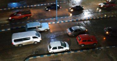 كثافات مرورية بالطريق الدائرى بسبب الأمطار.. والمرور يناشد السائقين توخى الحذر