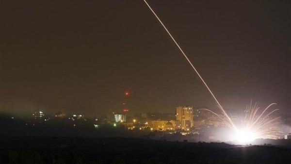 إسرائيل: حماس أطلقت صواريخ تجريبية تجاه البحر