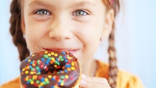 احذرى.. كثرة الحلوى لطفلك تدمر جهازه العصبى