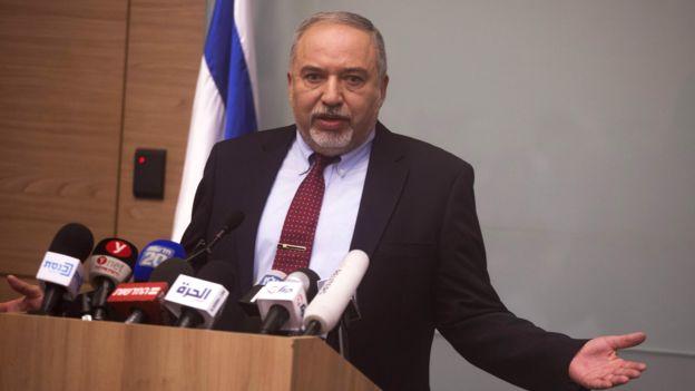 الوطن الإماراتية: استقالة ليبرمان تبين مدى تعطش قادة الاحتلال لدماء الفلسطينيين