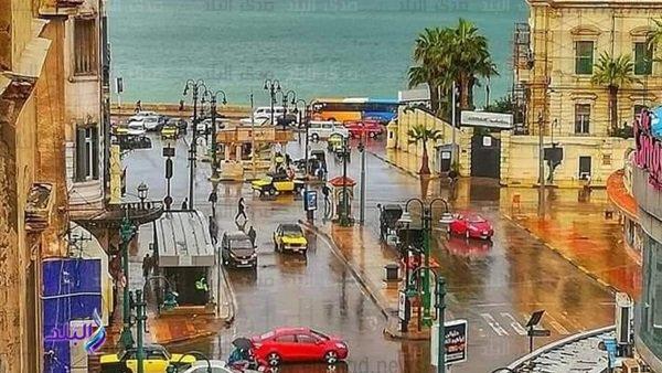 أمطار غزيرة تضرب الإسكندرية وانخفاض في درجات الحرارة