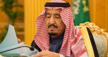 الملك سلمان يؤدى صلاة الجنازة على الأمير طلال بن عبدالعزيز آل سعود