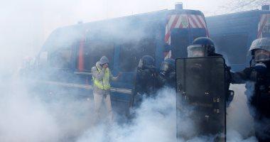 قوات الأمن الفرنسية تطلق الغاز المسيل للدموع على متظاهرين فى باريس