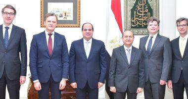 """السيسي يؤكد انفتاح مصر للتعاون مع شركة """"مرسيدس بنز"""" في تصنيع سيارات كهربائية"""
