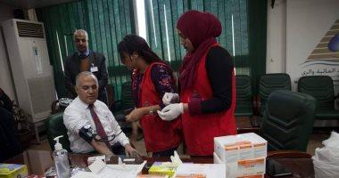 """بالصور .. وزير الرى يخضع للفحص الطبى ضمن حملة """"100 مليون صحة"""""""