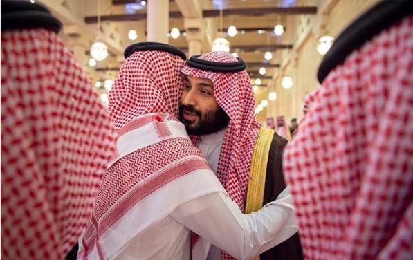 صور.. ولى العهد السعودى يؤدى صلاة الميت على الأميرة الجوهرة بنت فيصل