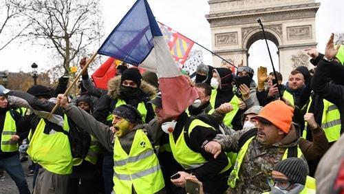 «السترات الصفراء» بعد خطاب الرئيس الفرنسي: ارحل يا ماكرون