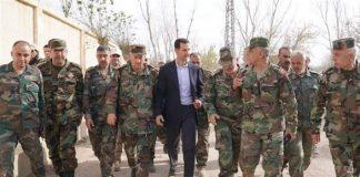 الرئيس السوري بشار الأسد بين عدد من ضباط الجيش - أرشيفية