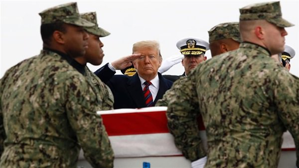 ترامب يودع رفات الجنود الأمريكيين الأربعة في جنازة رسمية