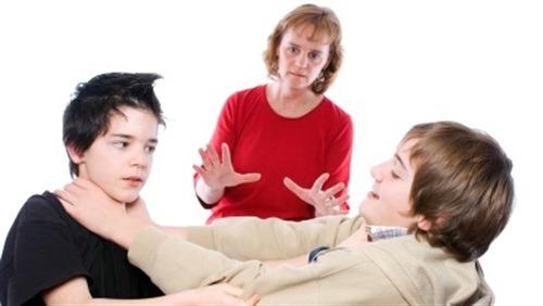 8 حيل تربوية لفض خناقات أبنائك بدون خسائر نفسية