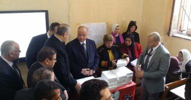محافظ القاهرة يؤكد توزيع 92 ألف جهاز تابلت على طلاب المدارس الحكومية
