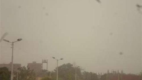 عواصف ترابية تضرب عددا من المناطق بالوادي الجديد