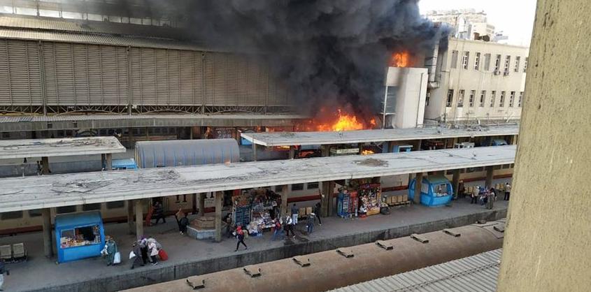 حريق بأحد جرارات السكة الحديد في محطة مصر
