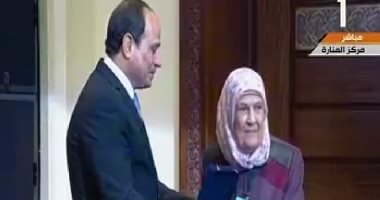 الرئيس السيسى يكرم الامهات المثاليات
