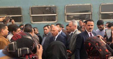 مواطنون يستغيثون داخل محطة مصر لحجز تذاكر العيد