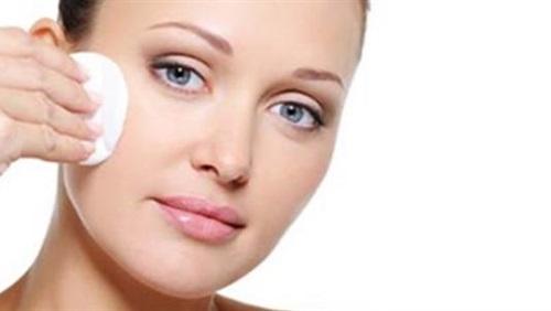 8 أخطاء عليك تجنبها أثناء تنظيف بشرتك