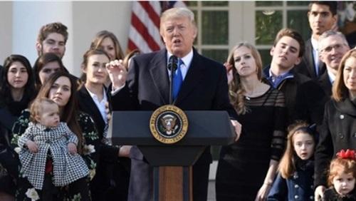 ترامب يهدد بمعاقبة مقدمي البرامج الساخرة
