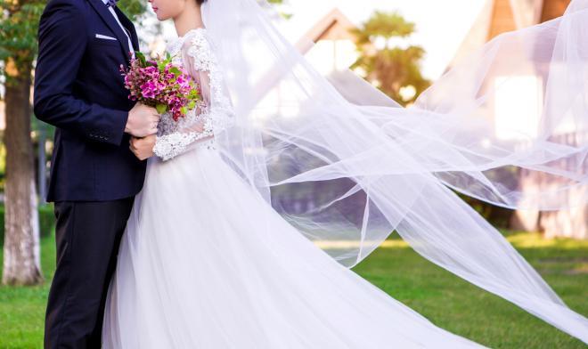 مازحته فصفعها على وجهها في ليلة زفافهما ! (فيديو)