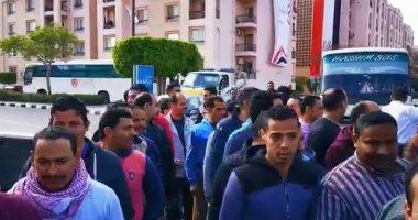 احتشاد المواطنين أمام مدارس الرحاب للمشاركة فى الاستفتاء