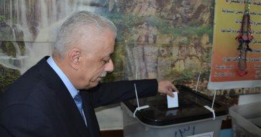 وزير التعليم يدلى بصوته فى الاستفتاء على تعديل الدستور بمدرسة المنيرة