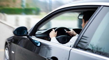 ما حكم ركوب البنت مع زميلها في سيارة وحدهما؟؟ ننشر رأي الفتوي