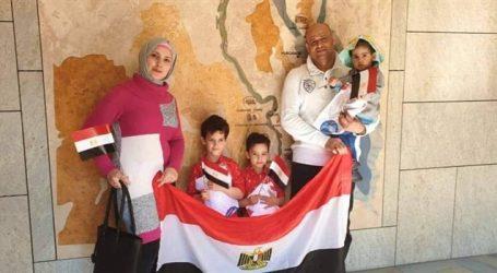 بيت العائلة في برلين يستقبل الجالية المصرية بالورود أثناء الاستفتاء