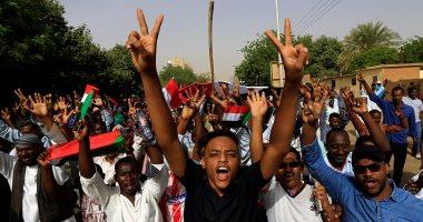السفارة المصرية فى الخرطوم تنجح فى تسهيل عبور المواطنين عبر منفذ أرقين