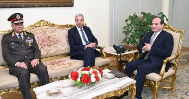 تفاصيل لقاء الرئيس السيسى بوزير دفاع البرتغال فى قصر الإتحادية