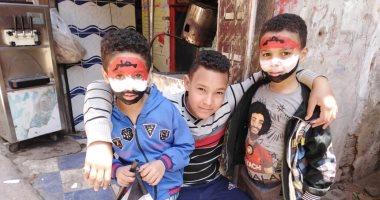 أهالى البساتين يلونون وجوه الأطفال بعلم مصر احتفالا بالاستفتاء على التعديلات الدستورية
