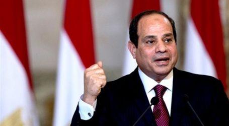 """السيسي: """"شعب مصر هو اللي بيحمينا"""""""