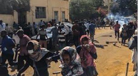قوات الأمن السوداني تبدأ محاولة فض اعتصام وزارة الدفاع
