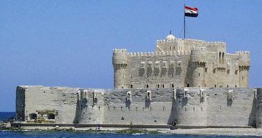 رئيس رومانيا الأسبق وزوجته يزوران قلعة قايتباى ويشيدان بعظمة الآثار المصرية