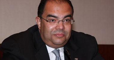 الدكتور محمود محيى الدين يدلى بصوته على التعديلات الدستورية من واشنطن