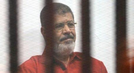 """تأجيل إعادة محاكمة مرسي و23 آخرين في """"التخابر مع حماس"""" لـ21 مايو"""