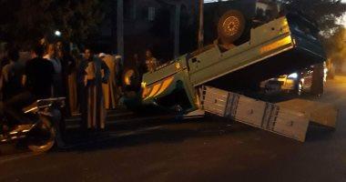 مصرع 3 إشخاص وإصابة 10 آخرين إثر انقلاب ميكروباص جنوب الجيزة