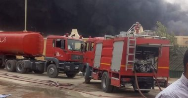 الحماية المدنية تحاول السيطرة على حريق بمخزن بويات بكرداسة