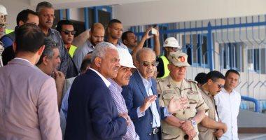 شريف إسماعيل ومحافظ السويس يتفقدان استاد السويس الرياضى