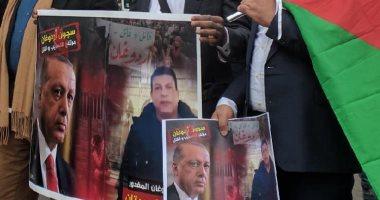 حقوقيون يتظاهرون أمام سفارة تركيا بباريس للمطالبة بمحاكمة أردوغان