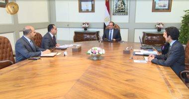 الرئيس السيسى يجتمع برئيس الوزراء ووزيرى السياحة والاتصالات