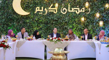 رسالة السيسي خلال إفطاره مع مجموعة من أبناء الوطن (صور)