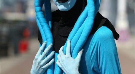 أزياء مهرجان الكوميك كون تجذب الآلاف (صور)