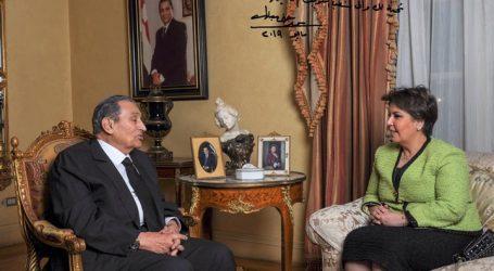 الإعلامية فجر السعيد تجري حوارا مع الرئيس الأسبق حسني مبارك (صورة)