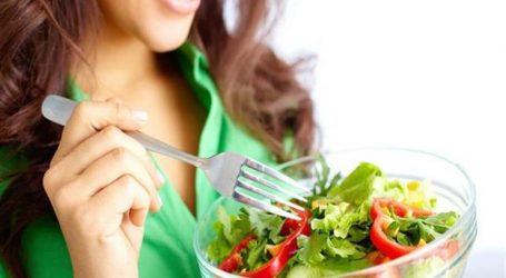 المعهد القومى للتغذية: للتمتع بصحة جيدة بدون زيادة وزن.. 5 عادات غذائية صحية يجب اتباعها يومياً