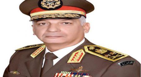 وزير الدفاع الفريق أول محمد زكى يعود إلى القاهرة بعد انتهاء زيارته لفرنسا