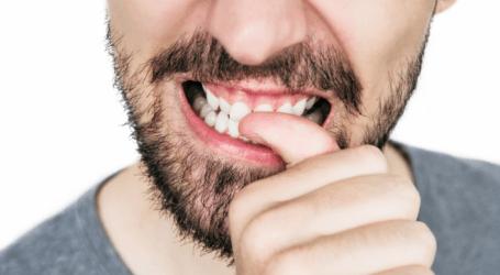 يسبب أضرارا خطيرة.. ما هي أسباب أكل وقضم الأظافر وكيف تتخلص من تلك العادة؟