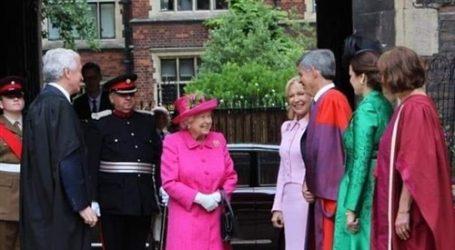ملكة بريطانيا تقدم التحية للخبير الاقتصادي المصري محمد العريان
