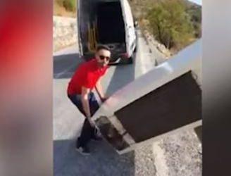 شاب حاول التخلص من ثلاجته بإلقائها من قمة جبل فكان بانتظاره كارثة (فيديو)